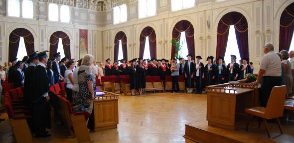 Вручення дипломів магістрів
